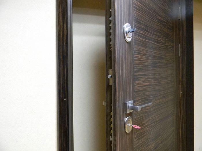 входные двери с электронным замком