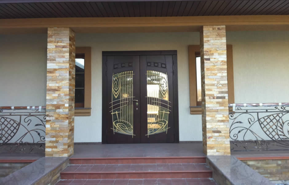 входная дверь для коттеджа
