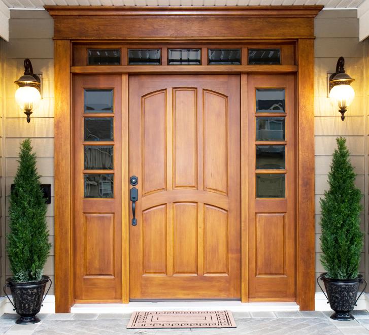 входные двери для загородного дома дерево