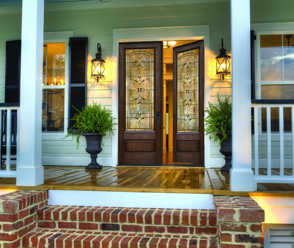 входные деревянные двери с витражом