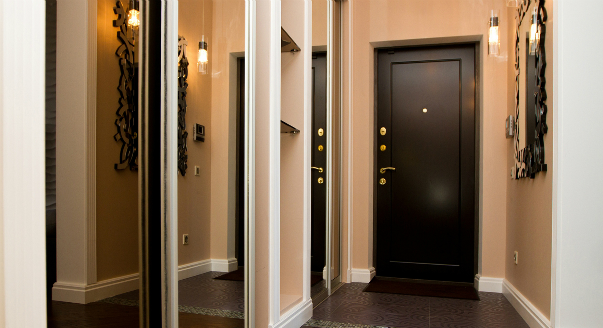 двери в панельном доме