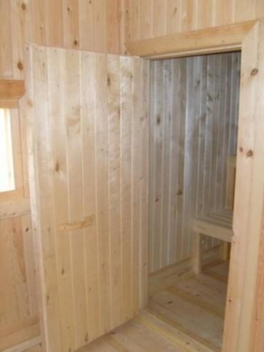 дверь в баню из липы
