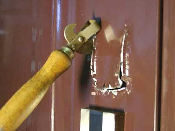 взлом металлической двери